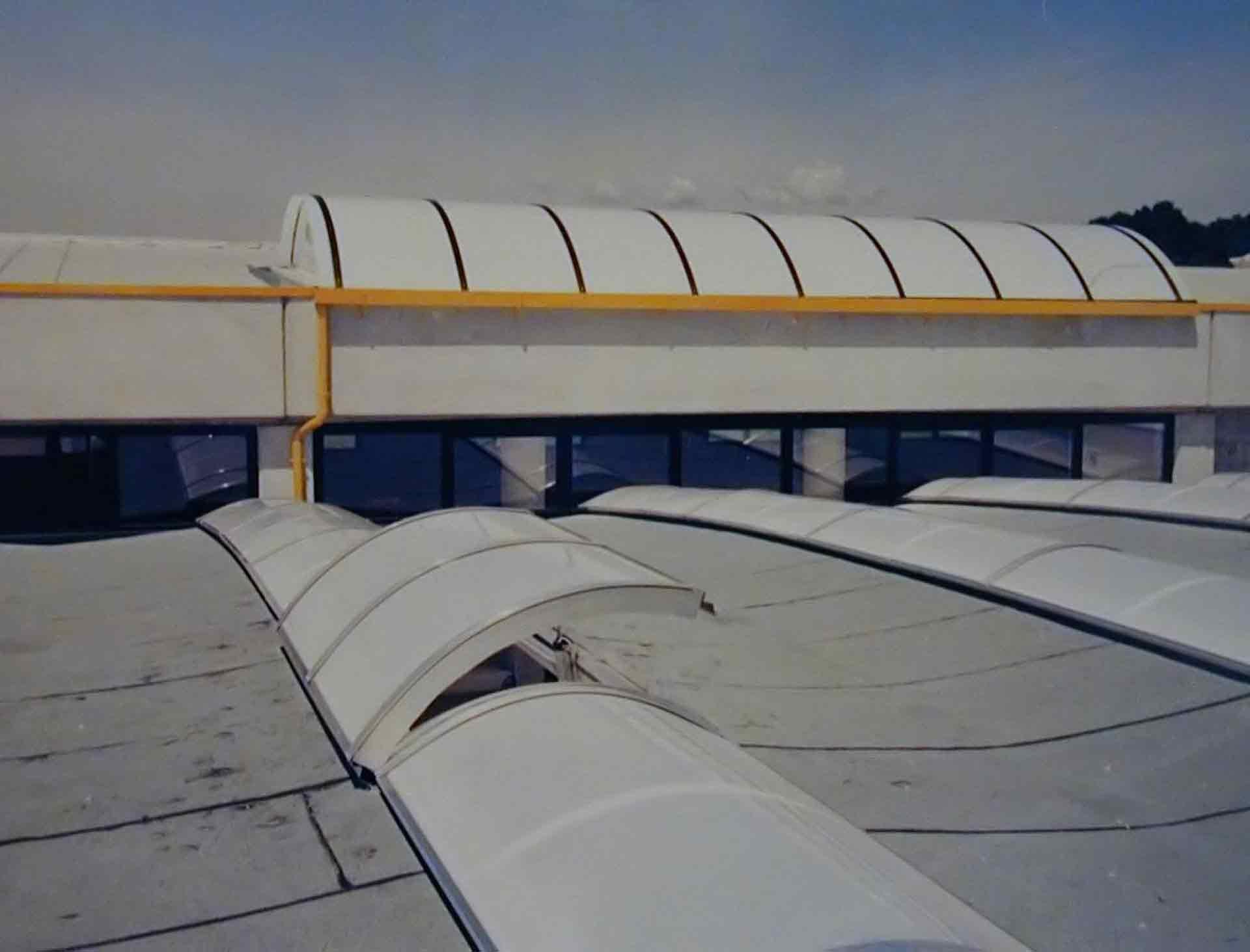Lucernari per tetti piani idee di design per la casa for Piani di aggiunta camera da letto gratuiti