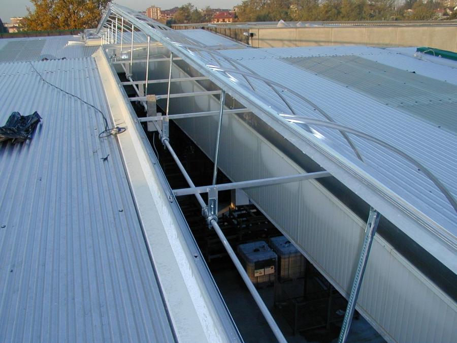 Lucernari apribili per tetti piani prezzi bergamo for Faelux srl finestra per tetti