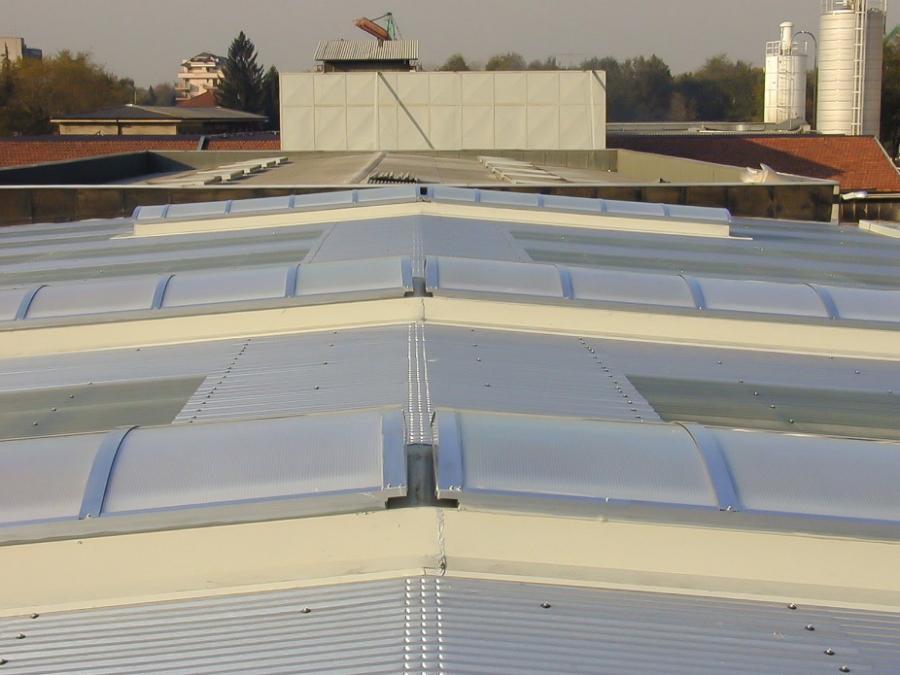 Lucernari apribili per tetti produzione lucernari tetti for Raccordo in acciaio verticale